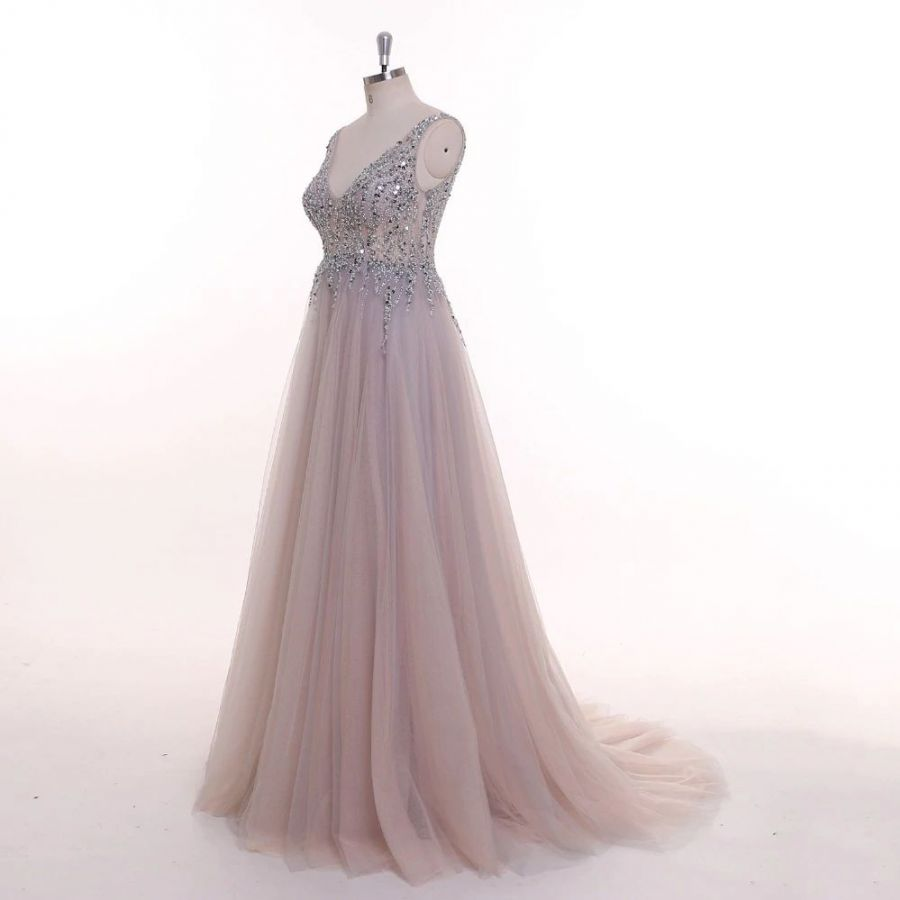 50249a50d šedé plesové šaty luxusní společenské korálkové na maturitní ples ...